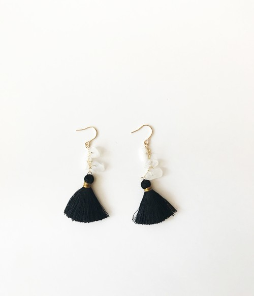 ◇blue moonstone◇ 14kgf 「hula girl:black」ピアス
