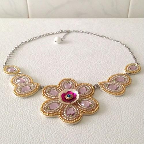 【ビーズ刺繍】スワロフスキー✽花のネックレス