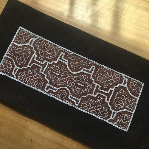 プレイスマット30 裏加工染め 刺繍両面 15x39cm シピボ族の泥染め