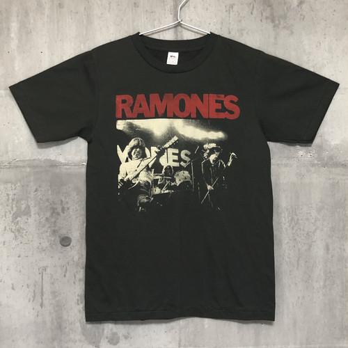 【送料無料 / ロック バンド Tシャツ】 RAMONES / Live Men's T-shirts S M ラモーンズ / ライブ メンズ Tシャツ S M