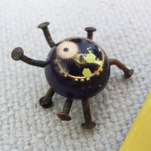 【小さな虫】a   真鍮 レジン 歯車 オーナメント #1323