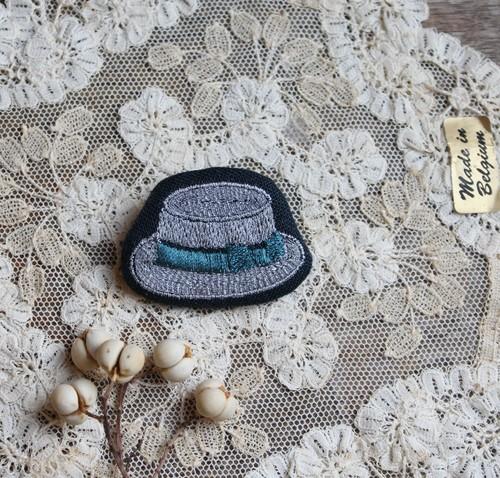 jumelle カンカン帽の刺繍ブローチ(ブルー)
