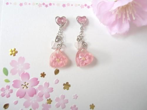 桜ハートの春風ピアス
