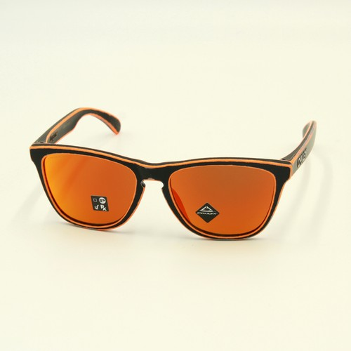 """OAKLEY """"Frogskins"""" Race Worn Collection"""
