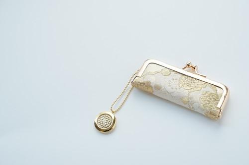 【ゴールド 純金二重箔 小花模様 シルク帯  印鑑ケース】がま口、帯リメイク。結婚祝い、誕生日に。(GM11)