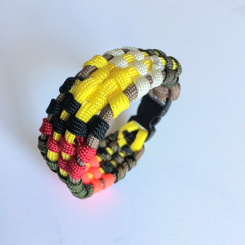 デジタル迷彩 Digital Camo Paracord Bracelet
