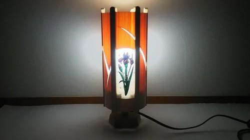 切り絵デザイン(杜若) 木と深山和紙の 青森ヒバ木製 照明   No.   033