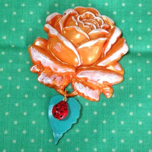 055 大きな薔薇の帯飾りブローチ(パールオレンジ)