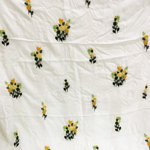 インド製イエローフラワー刺繍入りファブリック(1m)