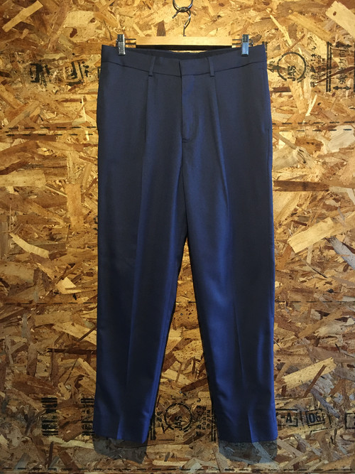 one tuck tapered trousers