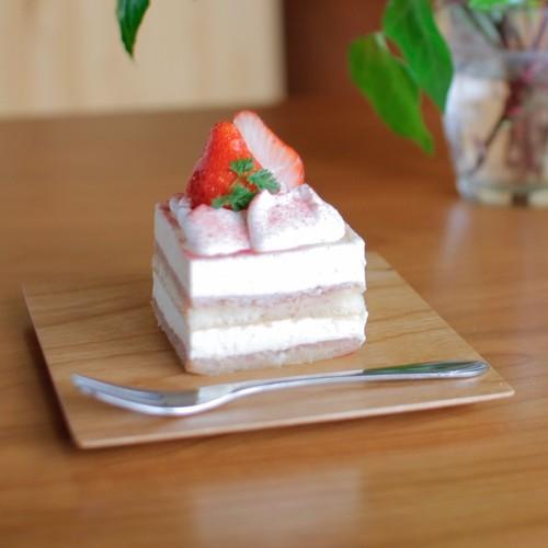 ケーキを乗せるのにちょうどいい木製皿(チェリー)