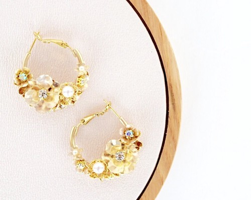 Gold flower hoop pierce / earring