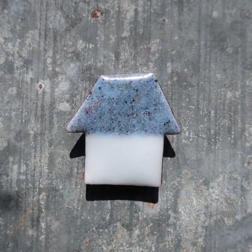 PEKI!RARIGON 架空の建物のブローチ(グレー×白)