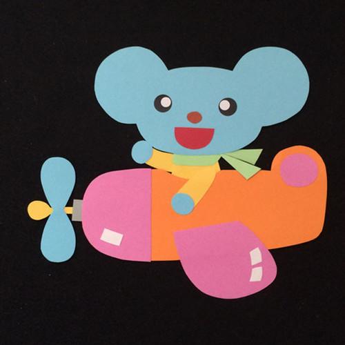 飛行機に乗ったネズミの壁面装飾