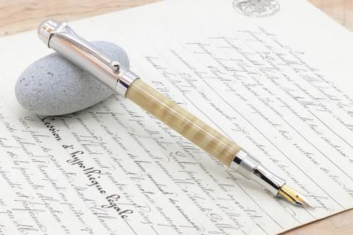 「絹の光沢 栃の木 縮杢 特上 RET」希少木の手作り万年筆♫ヴィリディタス