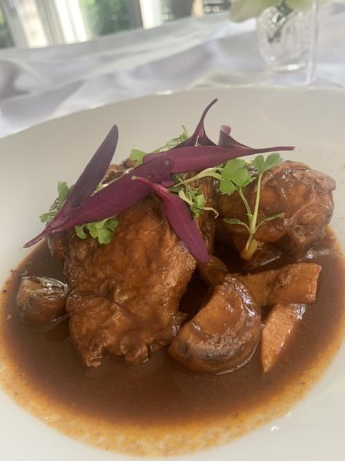 骨付き鶏もも肉といろいろ茸のバルサミコ煮 (2人分 600g)