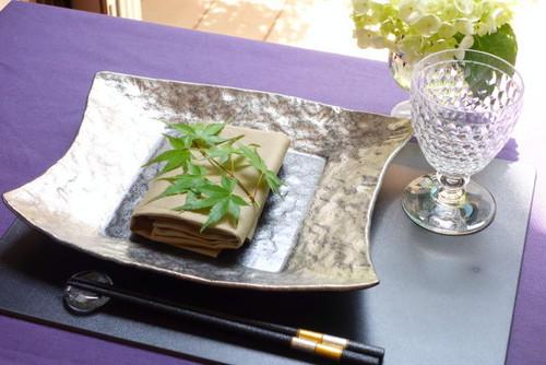 宝寿窯/白金彩石目貝押し変形角皿(大)