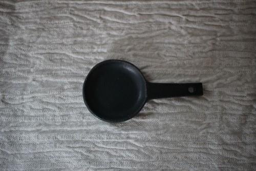 辻本路|カトラリーレスト フライパン
