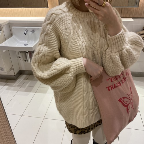 Big silhouette cable knit