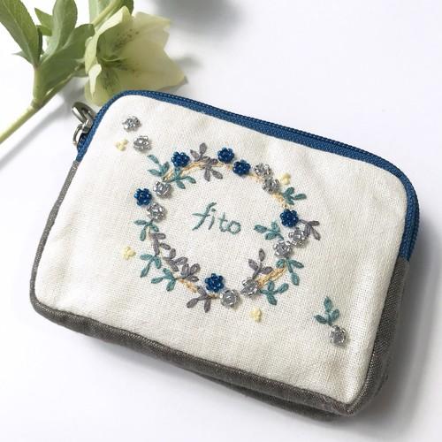 手刺繍 Wのポーチ「プチプチ花リース」