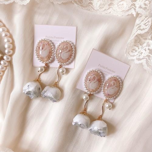 【 受注生産 】White Rose & Swan Cabochon ( ピアス・イヤリング )