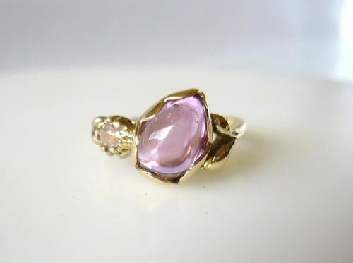 天然クンツァイトとナチュラルダイヤのK14の指輪