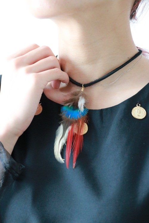 feather chocker necklace