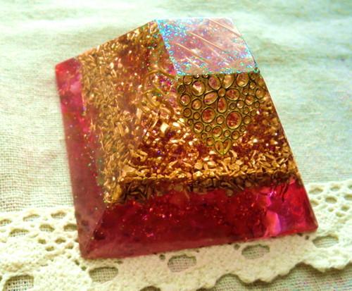 マヤ暦ピラミッド型オルゴナイト ピンク