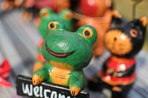 木彫りの動物 welcome カエル