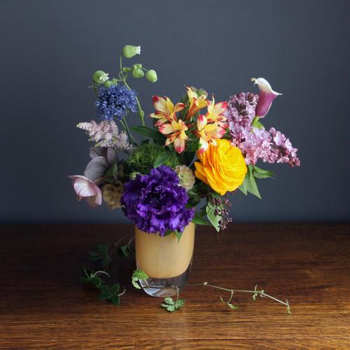 季節のお花のお届け便(花器付き)