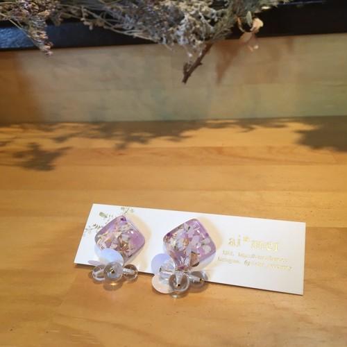 お花を閉じ込めたスクエア【紫のイヤリング】
