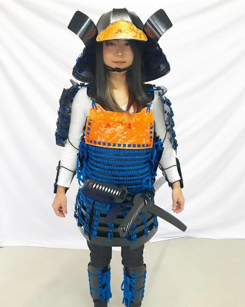 武将になれる!軽~い舞台用甲冑セット(鎧・兜・籠手・脛当)黒甲冑青糸毛引威