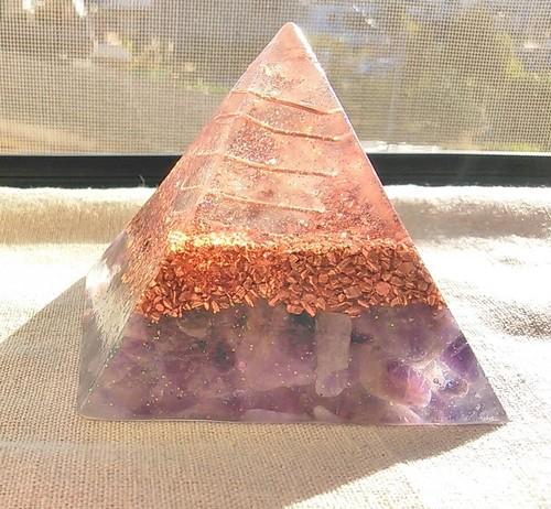 ピラミッド型オルゴナイト(パープル)