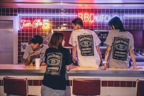 【送料無料】(M-XXLサイズ有)メンズ Tシャツ 半袖 クルーネック 欧米 ストリート hiphop punk rock 全3色