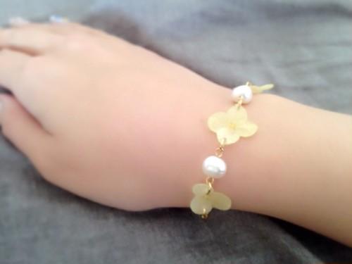黄色の紫陽花と淡水パールのブレスレット