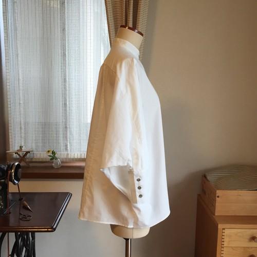 白のドルマンシャツ