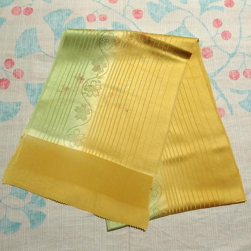 黄色と緑のぼかしに金箔の花籠 帯揚げ