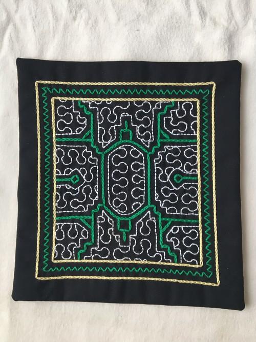 アマゾンシピボ族の刺繍 ポットマット 緑