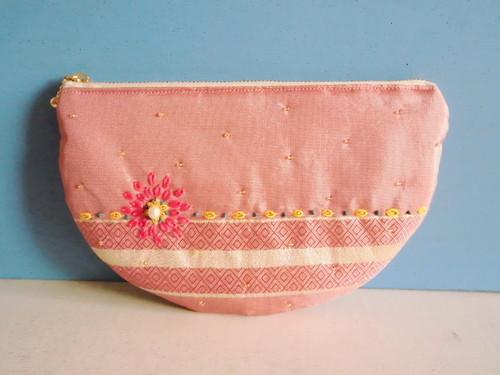 チュニジア布のハーフムーンポーチ(ピンク)