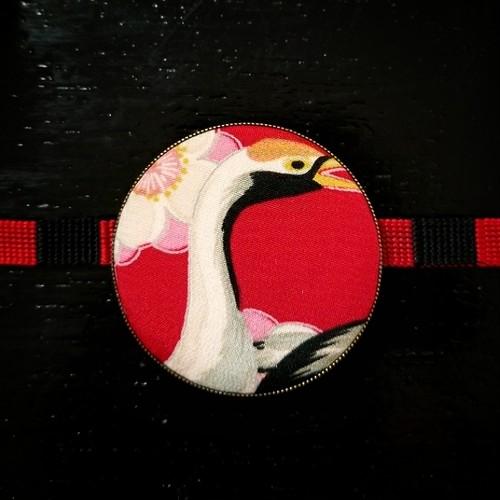 古布の帯留め大 鶴に梅