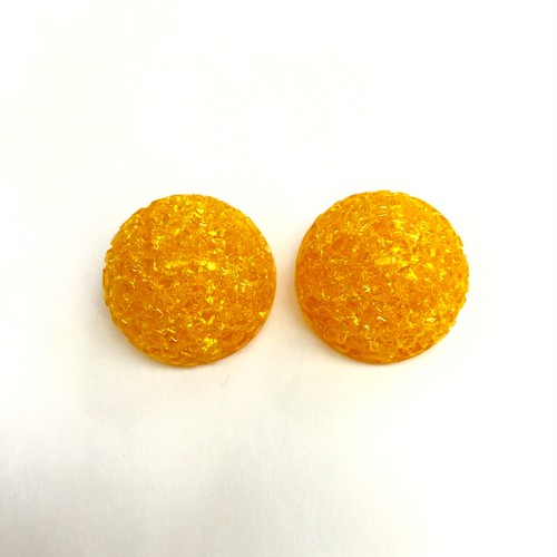 オレンジ樹脂のイヤリング