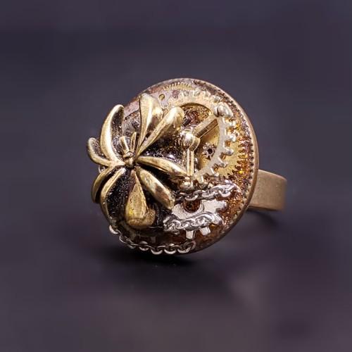 蜘蛛とオレンジガラスのリング