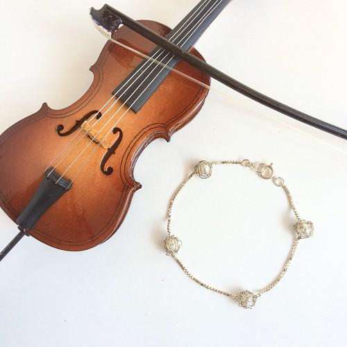 チェロ弦のシルバーワイヤーブレスレット Cello silver strings Venezian chain bracelet