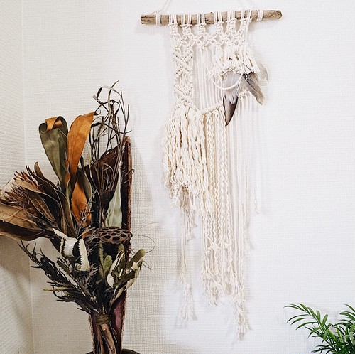 Macrame Wallhanging - boho × feather -