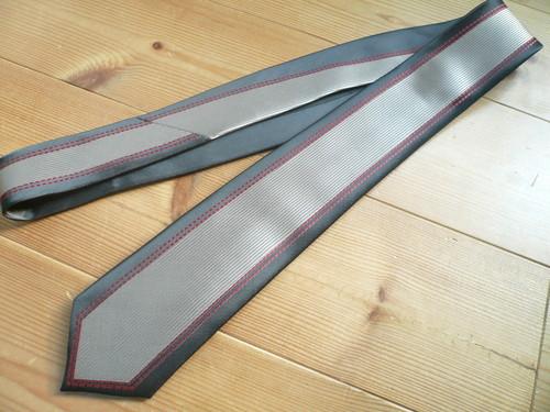 イギリスロンドンFESTINDネクタイ黒グレー赤/ブリティッシュUK