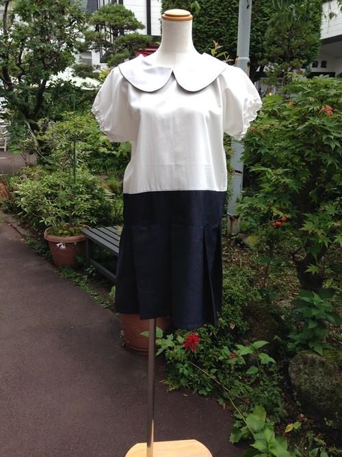 【アウトレット】オフ白&濃紺の正統派スタイル。ローウエスト風かわいい丸襟ワンピース。プリーツ。一点物