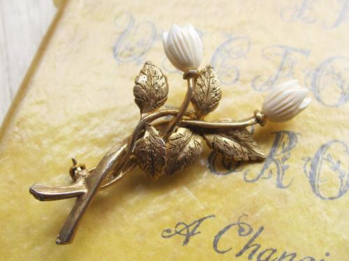 ヴィンテージブローチ*フラワーモチーフ*白い花の小枝*1970~80's