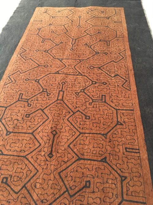テーブルセンター 中型額装3 茶 73x40cm アマゾン シピボ族の泥染め