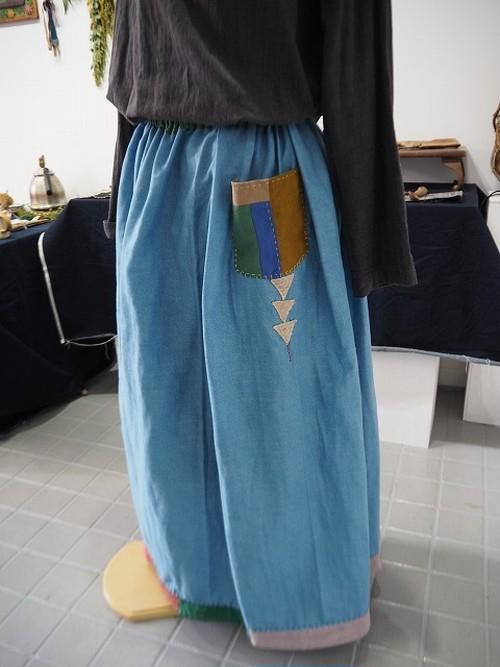 道草スカート・カラフルに揺れる裾