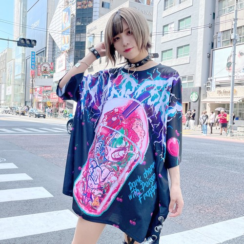 T-377A Dark Cherry with Poison Girl FurappuccinoグラフィックxテープTシャツ